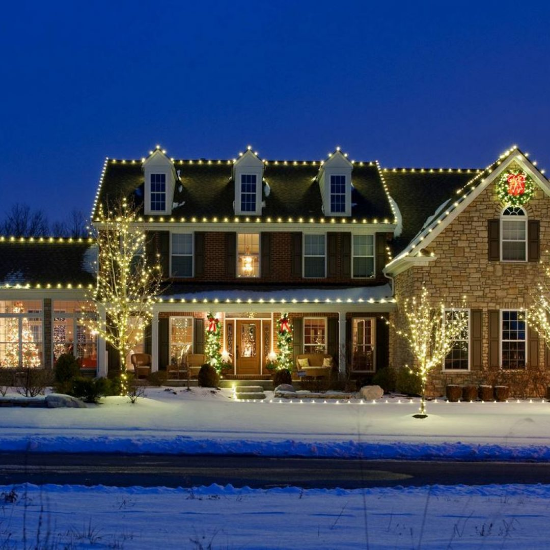 Benefits of Hiring a Professional Christmas Light Installer