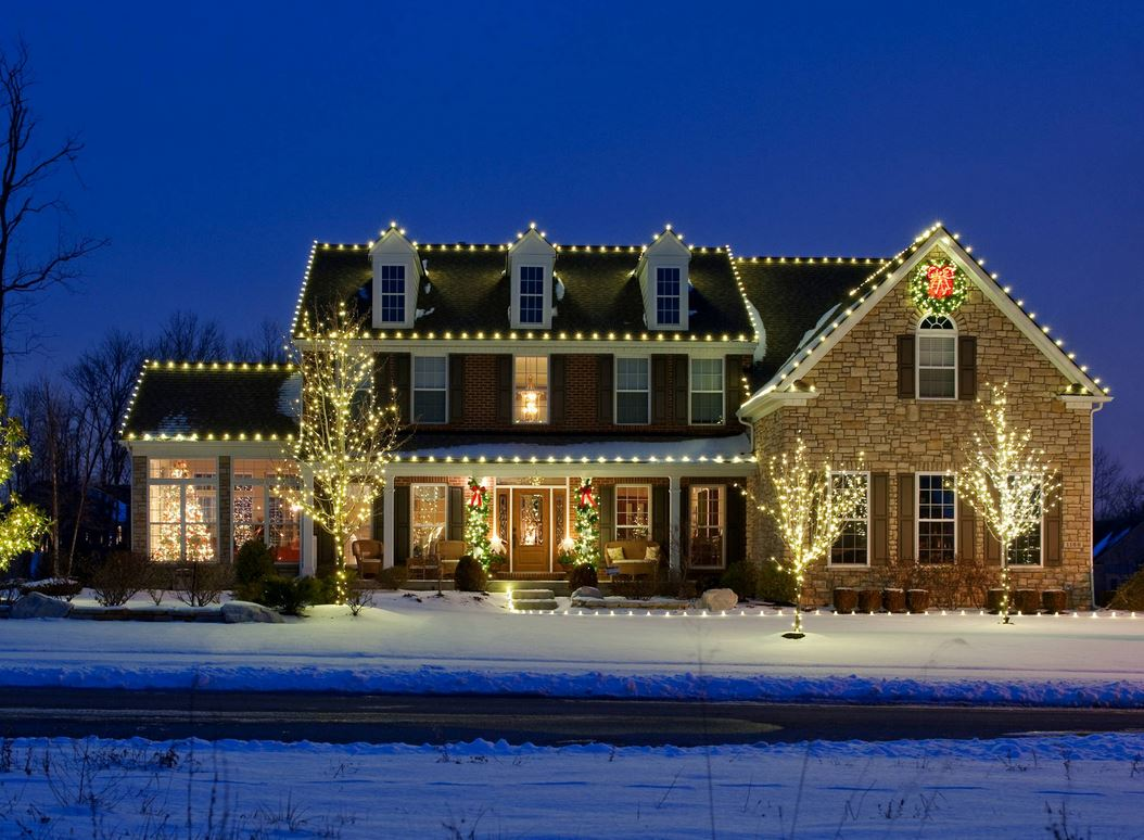 Hanging Christmas Lights in Rochester MI